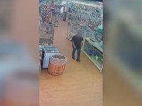 Pitonu Pantolonunun İçine Sokarak Çalan Hırsız