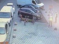 Arabayı Boydan Boya Çizen Otoparkçı