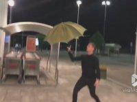 En Havalı Şemsiye Açma Hareketi
