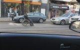 Trafikte Tekerlekli Sandalyesiyle Geri Geri Giden Engelli