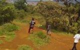 Bisiklet Yarışında Tuhaf Kaza