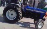 Drift Yaparken Traktörü Deviren Hintliler