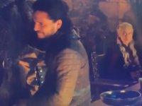 Game Of Thrones'ta Masada Unutulan Starbucks Bardağı
