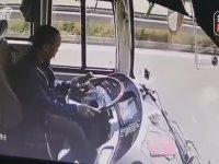 Telefonla İlgilenen Otobüs Şoförünün Kaçınılmaz Kazası
