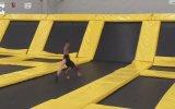 Jimnastikçi Kızını Taklit Eden Baba
