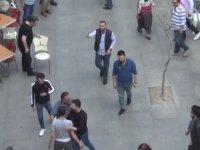Sokak Ortasında Sandalyeli Kavga Yapan Adamlar