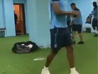 Trabzonsporlu Futbolcuların Soyunma Odasını Temizlemesi