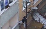 Ankara'da Elektrik Direğinden Evine Giren Teyze .