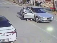 Dövdüğü Kadını Otomobilden Atan Adam