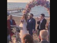 Eser Yenenler ile Berfu Yıldız'ın İlginç Düğün Dansı