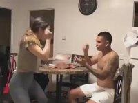 Kafaya Damacanayla Vurma Cezalı Taş Kağıt Makas Oyunu