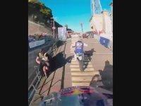 Kıç Kıça Yarışan Motorcuların Kaçınılmaz Sonu