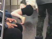 Metroda Dansıyla Saçmalayan Kız