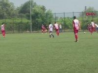 Rakibi Maça Bir Kişi Eksik Çıkınca Futbolcusunu Kenara Alan Antrenör