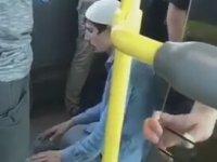 Belediye Otobüsünde Namaz Kılan Adam