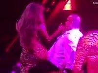 Jennifer Lopez'in Erkek Hayranına Kucak Dansı Yapması