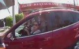 Usta Şoför Olduğunu Söyleyen Kadının Hemen Kaza Yapması