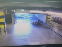 Bisikletlinin Garaj Kapısıyla İmtihanı