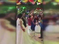 Düğünde İyi Oynamayan Hakeme Kırmızı Kart Göstermek