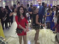 Düğünde Oryantalde Kapışan Kızlar