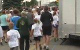 Maratonda Bariyerin Gazabına Uğrayan Koşucu
