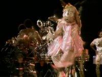 Mustafa Sandal'ın Dans Koreografisinin Kaynağı (Boogie Wonderland)