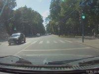 Soluna Bakmadan Çıkan Arabaya Patlatan Sürücü