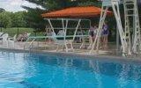 Tramplenden Havuza Çakılan Kadın