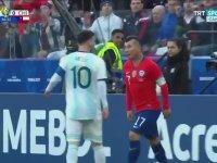 Messi ve Medel'in Birbirine Girmesi