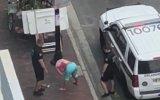 Sarhoş Kadının Polislere Dans Etmesi