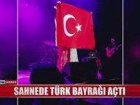 Joss Stone'nin Konserinde Türk Bayrağı Açması