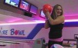 Acilen Bowling Oynamayı Bırakması Gereken Kız