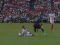 Gnagnon'un Larouci'ye Yaptığı Şerefsizlik Ötesi Faul (Sevilla - Liverpool)