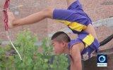 Ayağı ile Ok Atıp Hedefi Vuran Çinli Çocuk