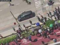 Hong Kong'da Protestocuların Arasına Dalan Sürücü