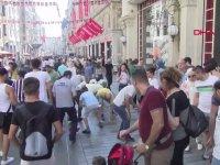 İstiklal Caddesi'nde Gökten Para Yağması