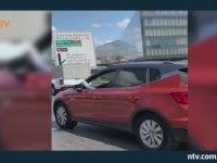 Pendik'te Ayağını Camdan Çıkarıp Araba Süren Kadın Sürücü