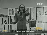 Cem Karaca Neden Gözlük Takar ve Saç Uzatır? (TRT - 1974)