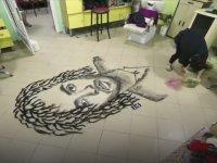 Kestiği Saçlarla Sanatsal Portreler Yapan Kuaför