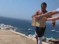 Nusret'in Şovunun Çöplerini Çevreye Atması