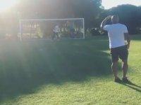 Roberto Carlos'un Yıllar Sonra Yine Meşhur Falsoyu Vermesi