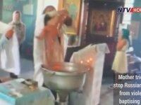 Vaftiz Sırasında Bebeğe Şiddet Uygulayan Papaz