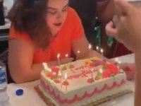 Doğum Günü Pastasını Üflerken Saçını Yakan Kadın