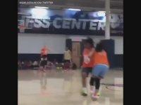 Rakiplerini Çarpıştıran Basketbolcu Kız