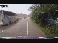 Yolcu Otobüsünün Traktörü Biçmesi