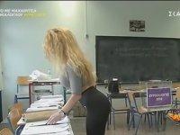 Yunanistan Seçimine Damga Vuran Sandık Görevlisi