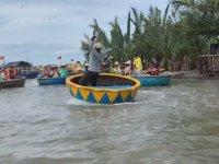 Yuvarlak Tekneyle Çılgınca Dönmek