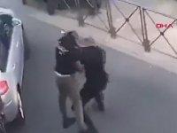 Gözaltına Almaya Çalıştığı Adamla Boks Yapan Polis