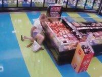 Markette Sıyırıp Fışkırtmalı Sıçan Kadın (+18)