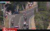Minik köpek Tour de France'ı karıştırıyordu!